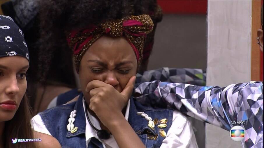 Lumena chora muito com discurso de Tiago Leifert