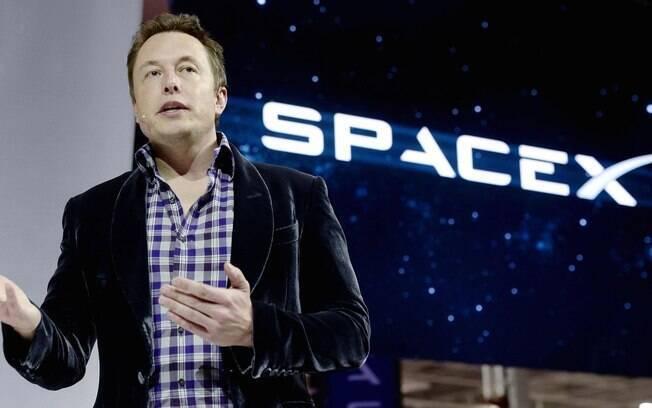 SpaceX, de Elon Musk, lançou o primeiro voo comercial ao espaço