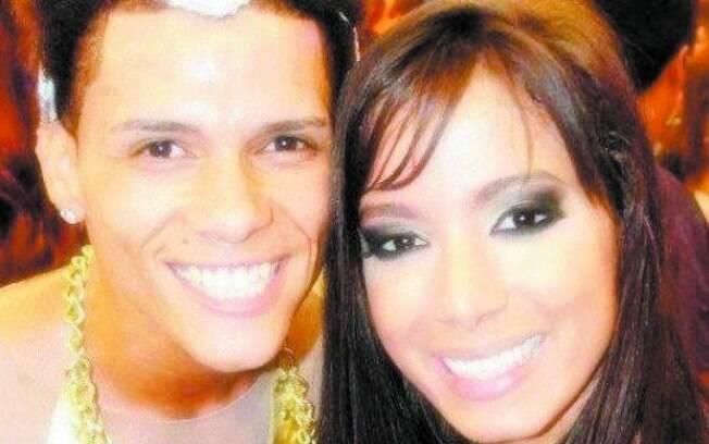 DG ao lado da cantora Anitta