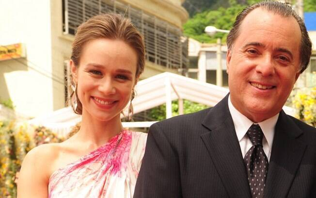 Clara (Mariana Ximenes) e Totó (Tony Ramos) em