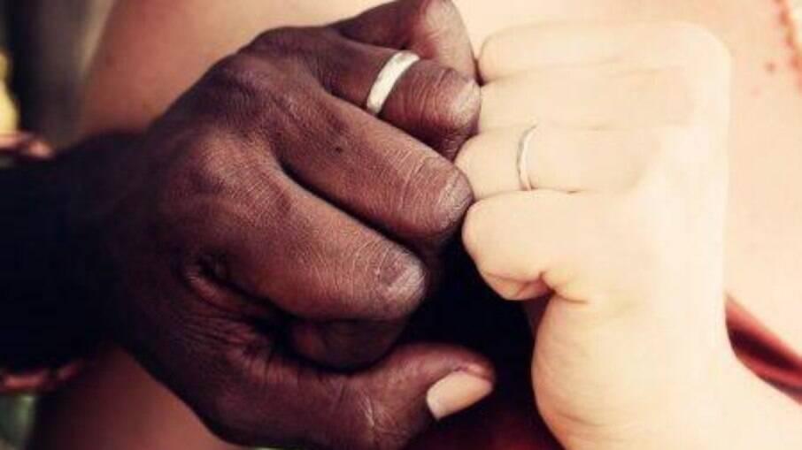 Petição foi criada no Brasil para proibir casamento inter-racial