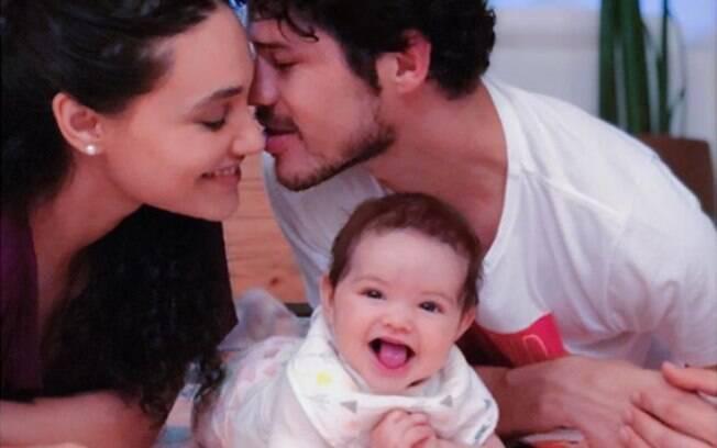 De acordo com Débora, o casal está se divertindo com a fase de introdução alimentar da bebê: