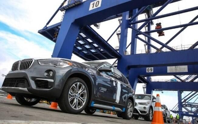 As primeiras 207 unidades do BMW X1 fabricado em Araquari (SC) embaracaram para os EUA.