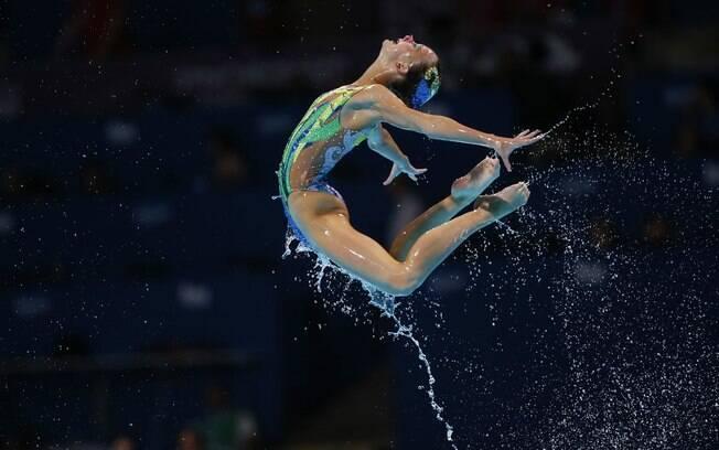 Salto de atleta da Grã-Bretanha na rotina  livre por equipe no Mundial de esportes aquáticos  em Barcelona