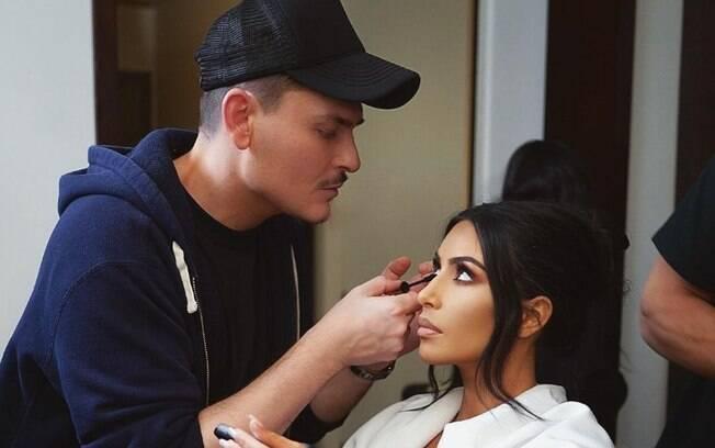 Mario Dedivanovic ensina como fazer 'micro-concealing' nova tendência de maquiagem para ficar com a pele perfeita