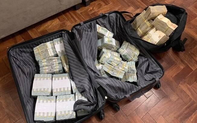 Malas cheias de dinheiro foram encontrados durante a operação realizada nesta terça