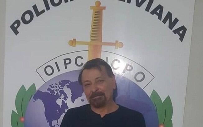 O terrorista italiano Cesare Battisti é preso enquanto caminhava tranquilamente pelas ruas da Bolívia