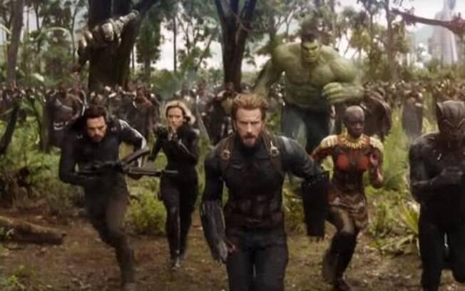 Essa cena em si não existe e Brunce Banner não chega a se transformar no Hulk como divulgado! O único momento que ele aparece como o gigante verde é bem no começo, na luta contra o Thanos no espaço