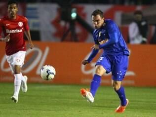 Willian Farias aumenta a concorrência entre os volantes do Cruzeiro