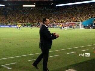 Dunga celebra retorno com vitória na seleção brasileira