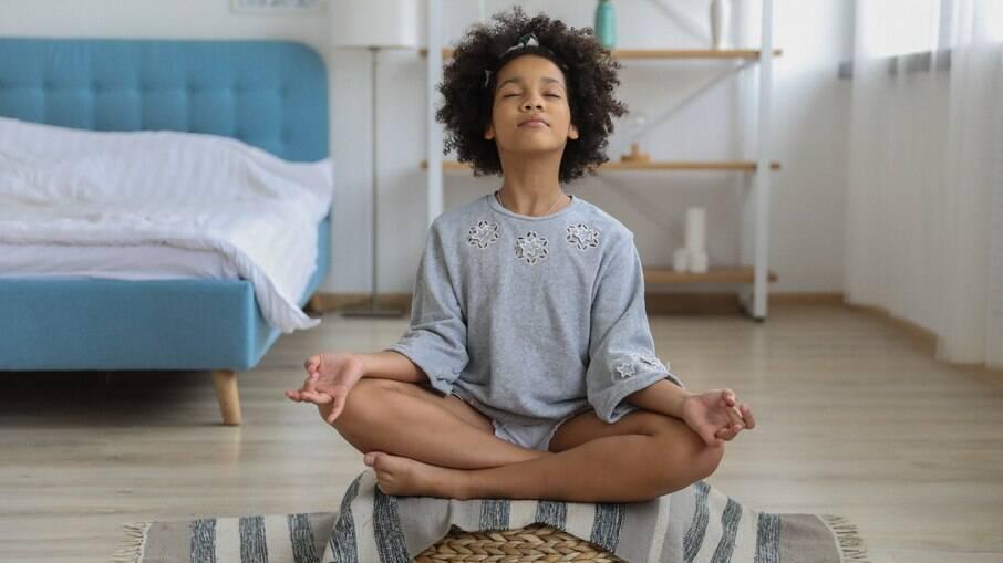 Crianças têm muitos benefícios ao meditar