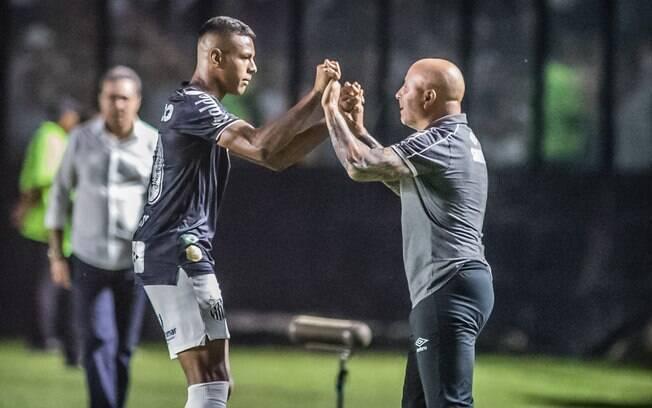 Jovem Tailson garantiu vitória suada do Santos contra o Vasco