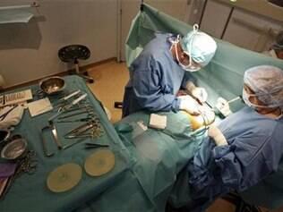 Cirurgia de remoção de prótese: no Brasil, SUS e planos vão custear troca de silicone rompido