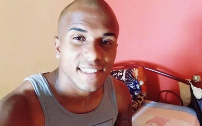 Alan Júnior Pereira Alves é jogador do Club Deportivo y Social Santa Rita, do Equador