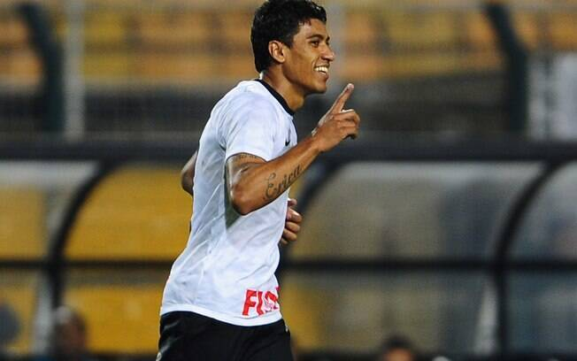 Paulinho comemora o segundo gol sobre o  Cruzeiro no dia de seu aniversário