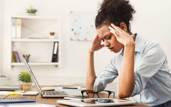 Dor de cabeça pode ter diferentes raízes e, em algumas delas, é importante buscar um médico