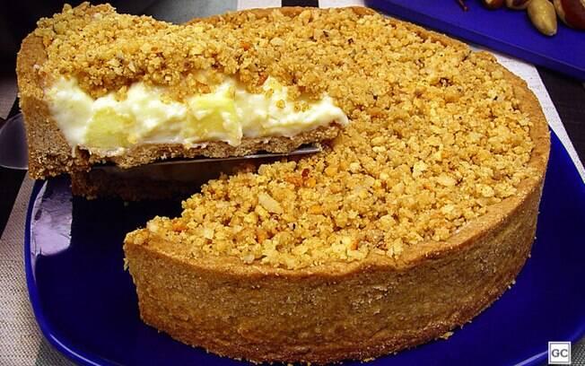 Torta de maçã com castanha-do-pará e creme de leite condensado