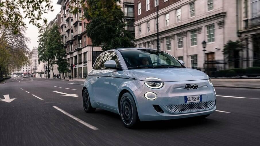 Fiat 500: elétrico deverá chegar ao Brasil apenas na versão topo de linha Icon com teto solar panorâmico, entre outros itens