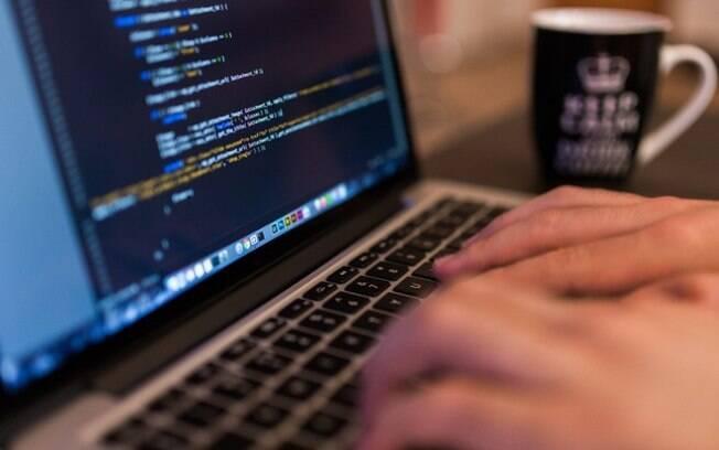 Empresa oferece curso gratuito de formação básica em programação