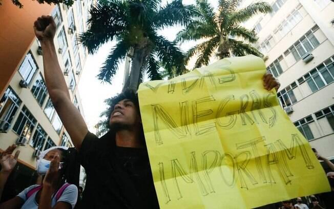 Manifestação anti-racista no Palácio Guanabara, no Rio de Janeiro