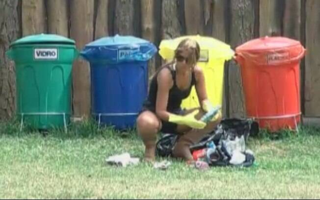 Luvas e botas são itens obrigatórios para quem tem a função de tirar o lixo