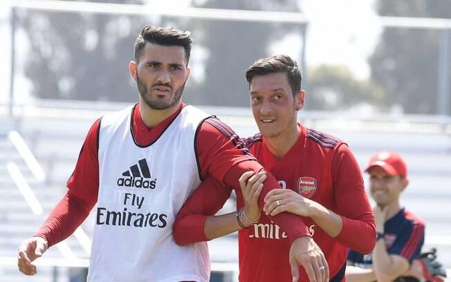Kolasinac e Özil, jogadores do Arsenal