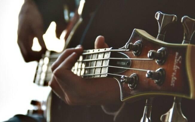 Musicoterapia ajuda idosos com problemas cognitivos e psicológicos.
