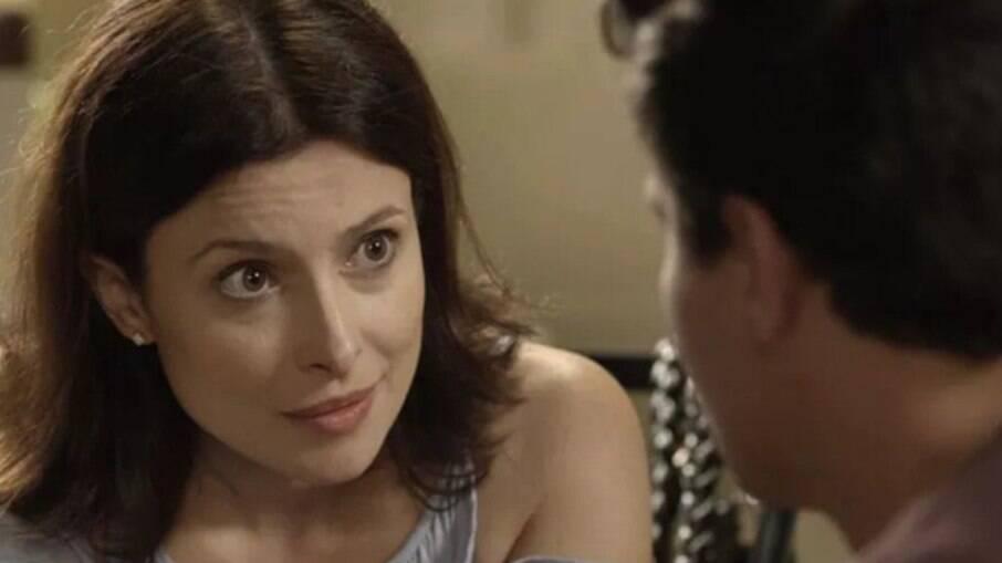 Júlio diz a Cíntia para alugar o quarto de Sandra Helena