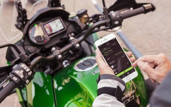 Kawasaki Versys tem alguns níveis de conectividade. É possível navegar no celular pelo Bluetooth