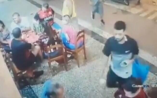 Falso ambulante furtando celulares