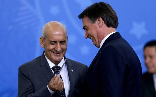O presidente Jair Bolsonaro e o ministro da Secretaria de Governo, Luiz Eduardo Ramos