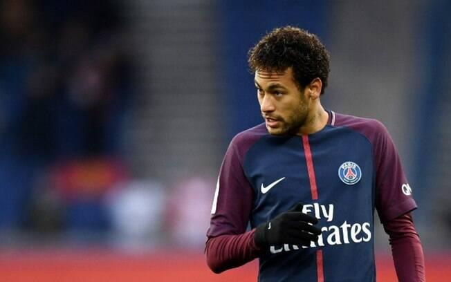 Neymar só decidiu ficar no PSG porque jogaria numa posição mais centralizada, e não aberto na ponta