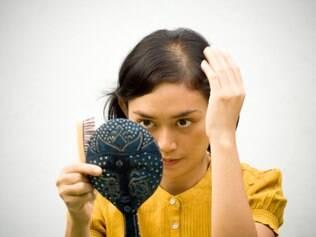 Estresse, fumo e álcool estão associados à calvície feminina