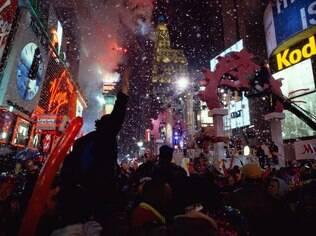 A Times Square lota de turistas e moradores para esperar a virada do ano