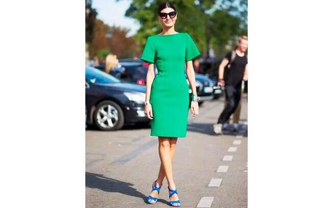Aprenda combinar cores: os calçados exercem papel fundamental no visual.