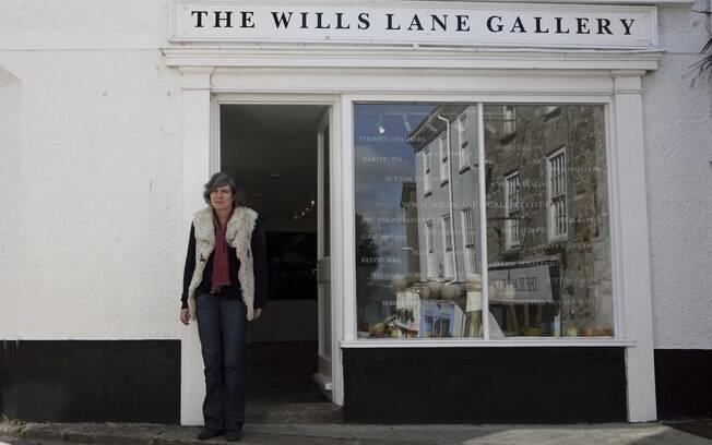 Petronilla Silver, curadora da Wills Lane Gallery, em St. Ives