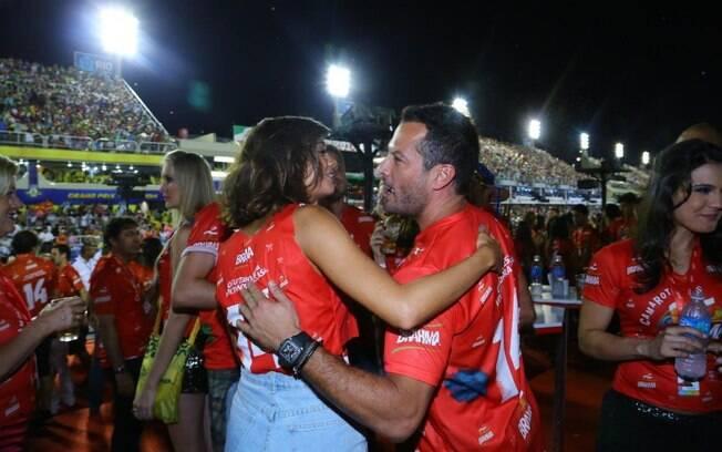 Sophie Charlotte e Malvino Salvador conversam em camarote no Rio