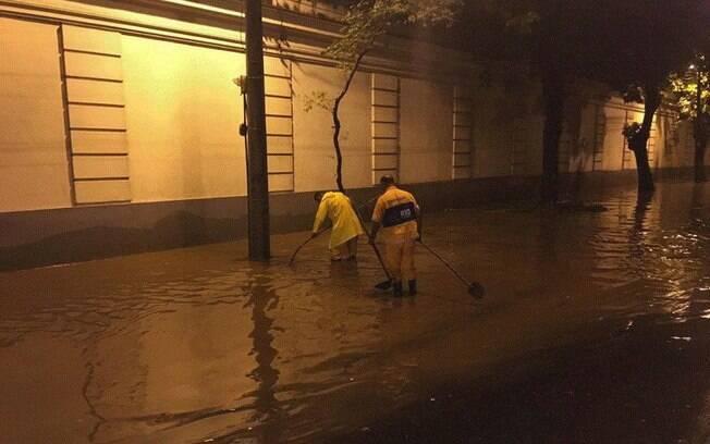 Há núcleos de chuva forte em Guaratiba, Recreio dos Bandeirantes e Barra da Tijuca, na zona oeste do Rio de Janeiro