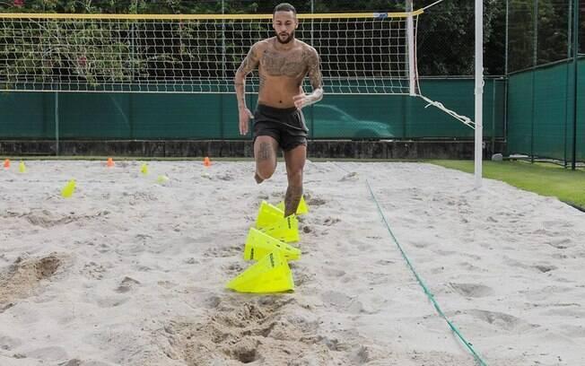 Neymar mantém a forma física no Brasil