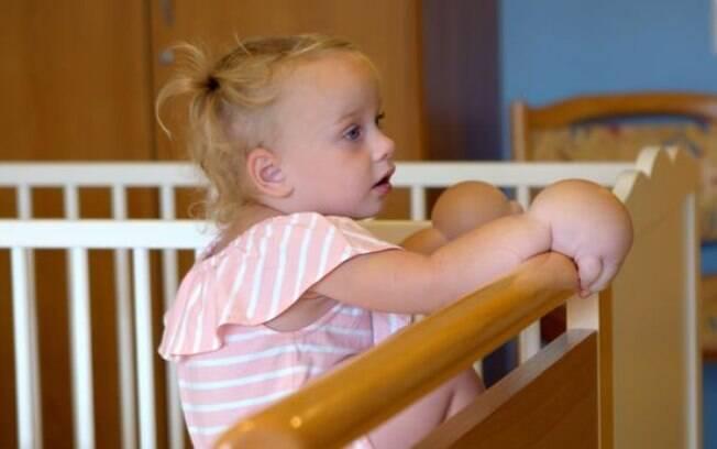 Cora Ruben tem uma condição rara de gera inchaço nas mãos e para amenizar isso precisou fazer uma lipoaspiração