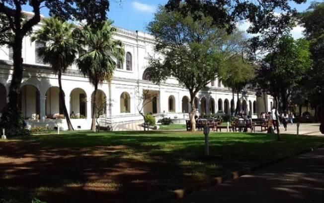 O Museu da Imigração é histórico e oferece um jardim enorme para você fazer um piquenique na sombrinha das árvores