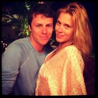 Carolina Dieckmann posa com o marido,  Tiago Worcman: 'Um 2014 de muito amor!!!', desejou a atriz
