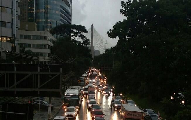 Para os especialistas, os governos, em geral, reduziram os seus esforços na busca por solução para as mortes no trânsito