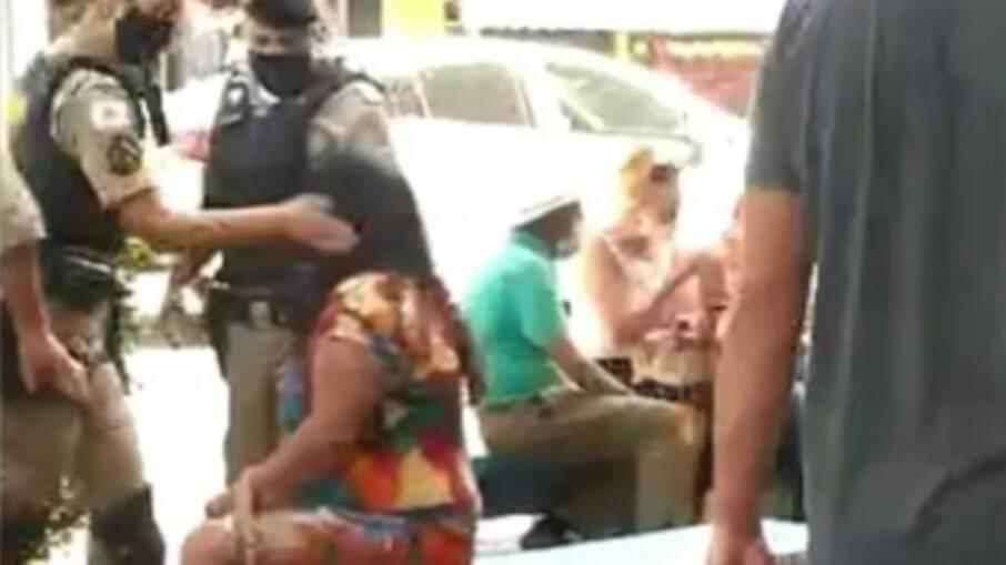 Policial deu um tapa no rosto da mulher, em MG
