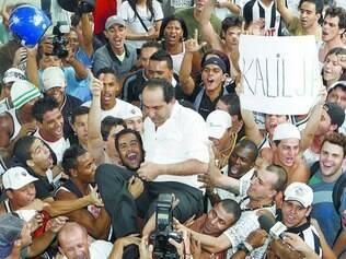 Kalil da Massa. Presidente foi carregado quando eleito pela primeira vez. Seis anos depois,  despede-se com títulos de expressão