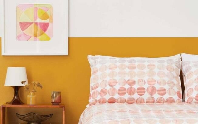 A pintura bicolor na parede renova o ambiente e deixa mais descontraído, com personalidade e alegre