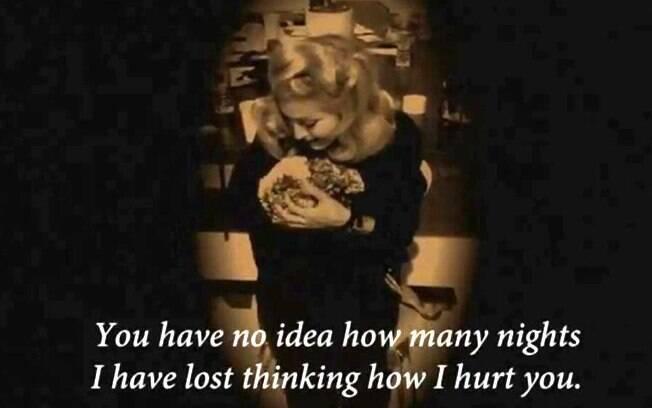 Madonna no vídeo em que ironiza episódio com hortênsias