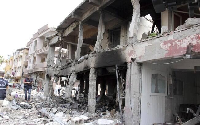 Explosão em cidade turca perto da fronteira com a Síria deixa dezenas de mortos (11/05)