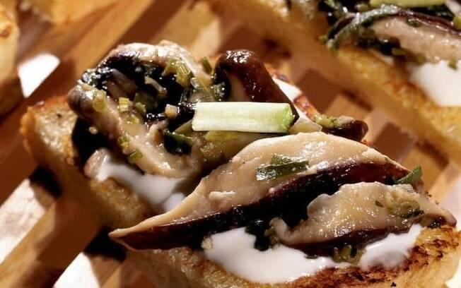 Shitake com torradas: receita deliciosa pronta em 20 minutos