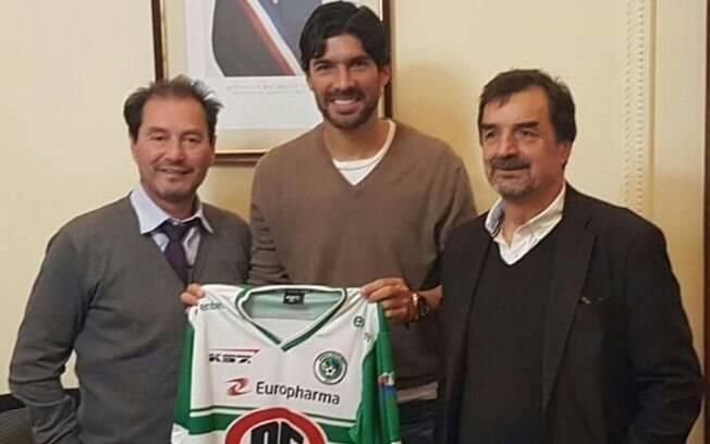 Atacante uruguaio Loco Abreu assinou com o Deportes Puerto Montt, do Chile, seu 25º clube na carreira